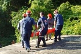 Mulher escorrega, cai de cachoeira de 40 metros e sobrevive