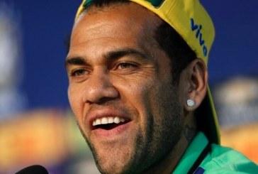 Daniel Alves pode se transferir para a China e ter o maior salário do mundo