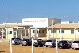 """Durante revista, presos são humilhados e têm que cantar """"eu sou put****"""" para não apanhar na BA"""