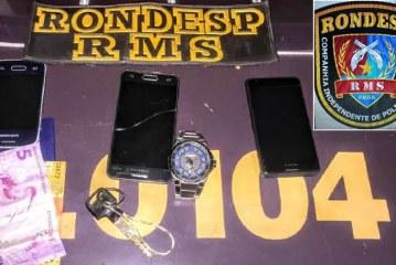 Dupla é presa com celulares roubados em Lauro de Freitas