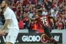 Vitória leva virada e é goleado por Atlético-PR