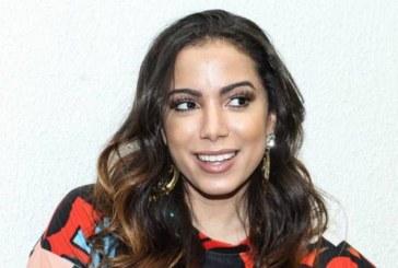 Anitta detona Sonia Abrão após notícia falsa sobre morte de Arlindo Cruz