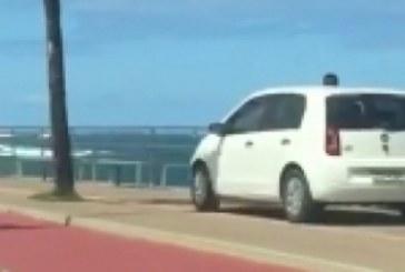 Idosa de 78 anos que foi flagrada dirigindo por calçada da Barra não poderá ser punida