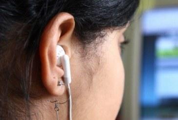 Fones de ouvido podem abrigar até 10 mil bactérias que causam surdez e meningite