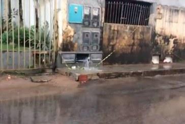 Água é desperdiçada em bairro de Lauro de Freitas após hidrômetros serem roubados