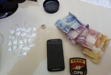 Homem é preso em flagrante com droga no Centro de Lauro de Freitas
