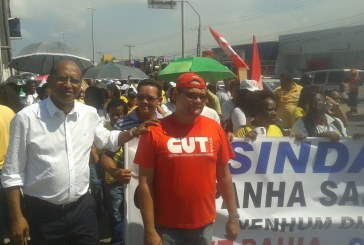 Vereador Emanuel Carvalho acompanhou e apoiou protesto dos Agentes de Saúde de Lauro de Freitas