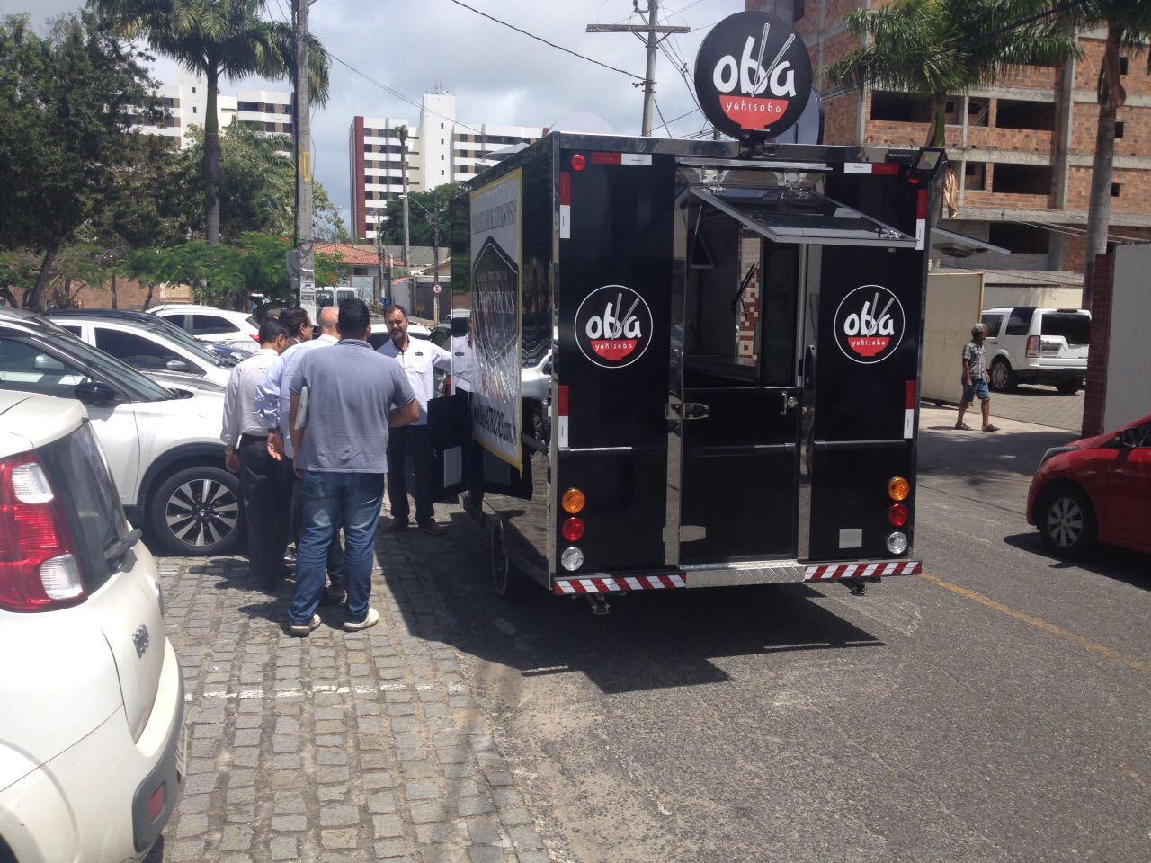 Settop de Lauro de Freitas reúne-se com empresários de Food-Trucks