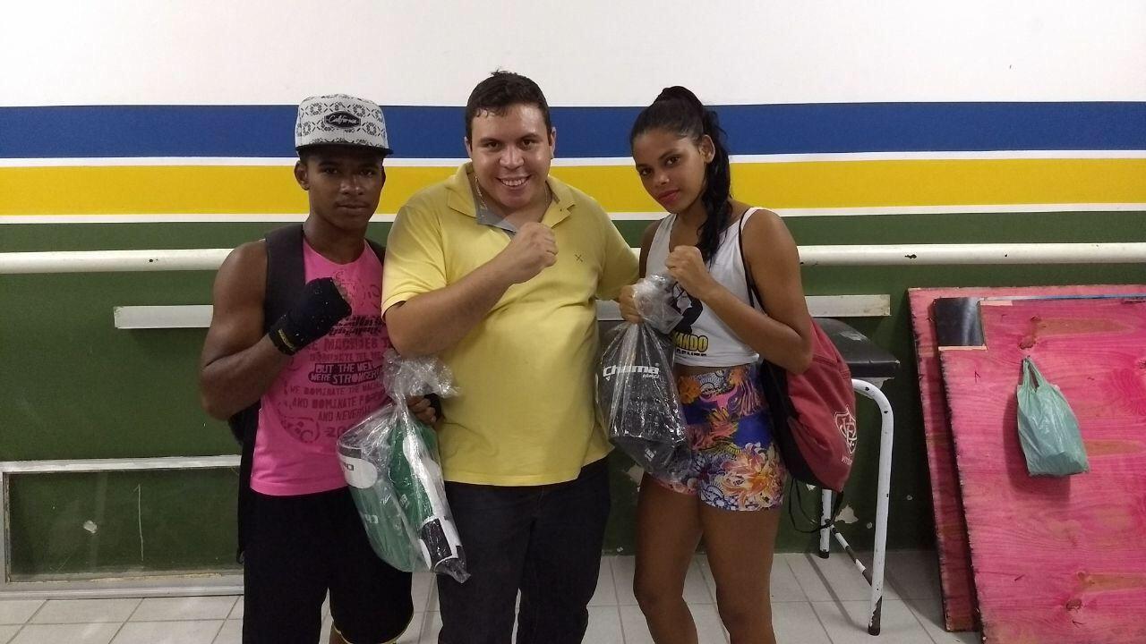 Vereador Isaac de Belchior apoia projeto social de boxe em Lauro de Freitas e promove entrega de material esportivo