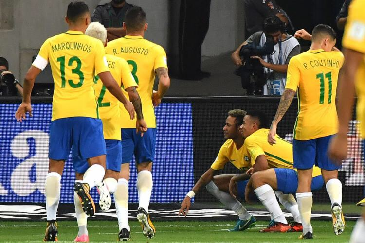 Brasil bate Chile e vê rival Argentina também se garantir no Mundial