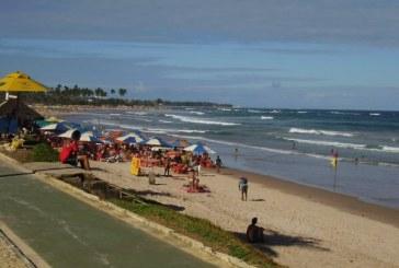 Homem é morto na praia de Patamares durante suposto arrastão
