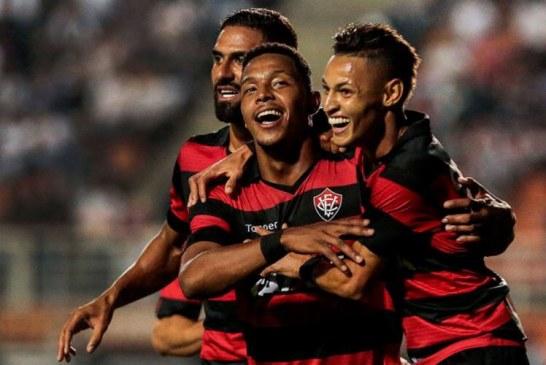 Vitória fica duas vezes na frente, mas cede empate ao Santos no Pacaembu; assista