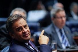 Plenário derruba a decisão do (STF) de afastar Aécio Neves do mandato e mantê-lo em recolhimento à noite
