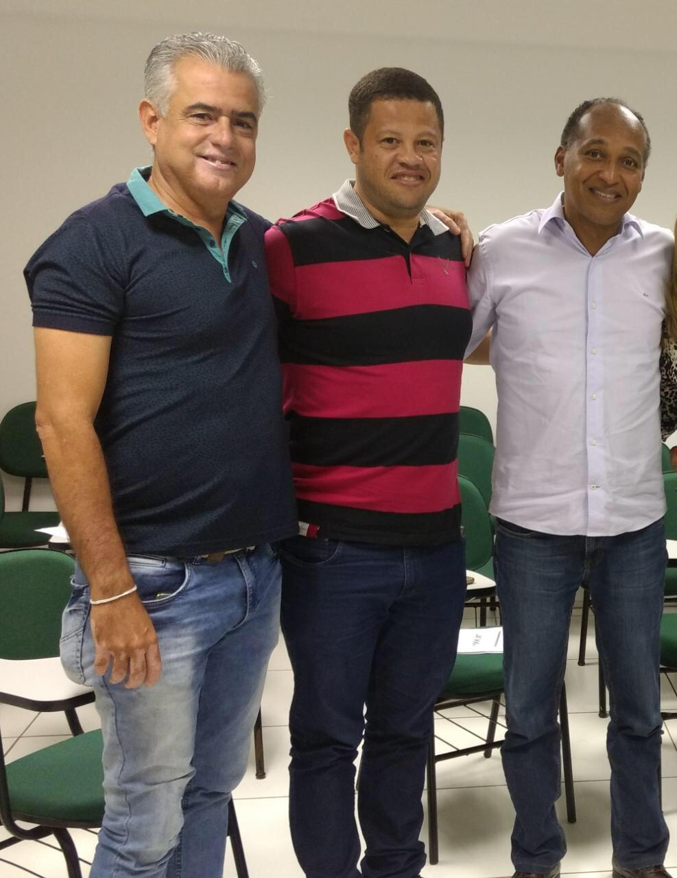 Vereadores da oposição tentam barrar PL que mexe diretamente com os direitos dos trabalhadores efetivos de Lauro de Freitas