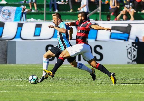 Fora de casa, Vitória empata com Grêmio em 1 a 1 e segue fora do Z-4