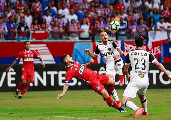 Em jogo movimentado, Bahia empata em 2 a 2 com Atlético-MG na Fonte