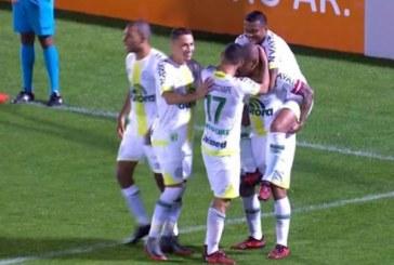 Vitória perde para Chape por 2 a 1 e vê ameaça do Z-4