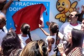 Secretário Mauro Cardim acompanha prefeita Moema Gramacho na inauguração da Praça 2 de Julho