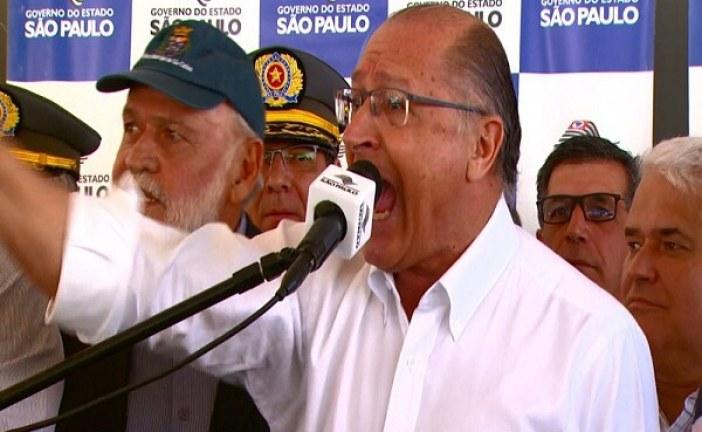 Em meio a tumulto, Alckmin é eleito presidente do PSDB