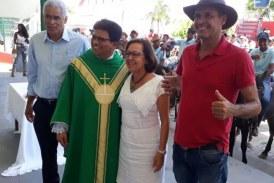 Senadora Lídice é homenageada por vaqueiros em Lauro de Freitas