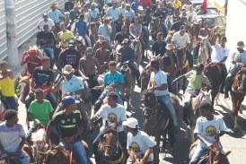 Com missa e cavalgada, 600 vaqueiros mostram a força da atividade em Lauro de Freitas