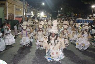 Blocos afro desfilam a beleza negra no Carnaval de Lauro de Freitas