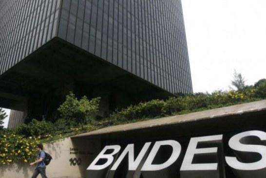 Salário de diretores do BNDES supera R$ 100 mil ao mês