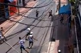 Torcidas organizadas Bamor e Imbatíveis entram em confronto na Baixa dos Sapateiros; veja vídeo