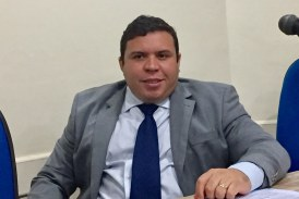 Vereador Isaac de Belchior solicita maior fiscalização do estacionamento e circulação de veículos nas praias de Lauro de Freitas